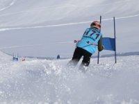 Hakkari'de  Kayak İl birinciliği yarışması düzenlendi
