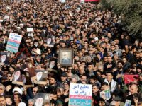 İranlılar intikamı için meydanlara indi