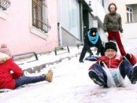 okullar kar yağışı nedeniyle tatil edildi