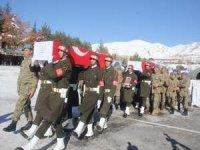 Çukurca'da şehit olan askerler için tören düzenlendi