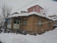 Yüzlerce yerleşim yolu yeniden ulaşıma açıldı