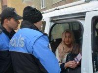 Hakkari polisi canı pahasına kadınları bilgilendiriyor