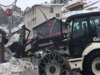 Çukurca'da karla mücadele başladı