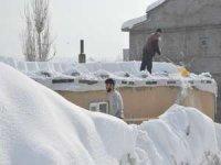 Kara gömülen Yüksekova'dan kar manzaraları