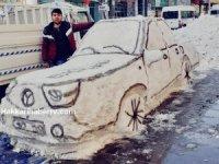 Hakkari'li genç kardan araba yaptı