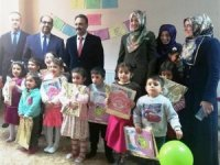 Hakkari'de 4-6 yaş öğrencilerin ilk karne sevinci