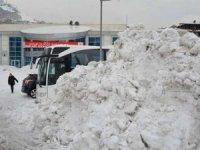 Hakkari'de kar dağları