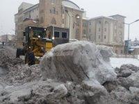 Kent merkezinde karla mücadele sürüyor