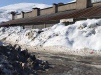 Hakkari'de karla mücadele sürüyor...
