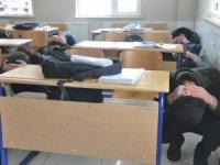 Öğrencilere yönelik deprem tatbikatı