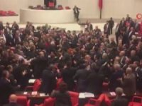 Mecliste büyük kavga çıktı