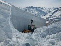 Fidan Tepede kar kalınlığı 20 metreyi buldu