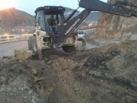 Çukurca'da yağmur suyu kanalları onarılıyor