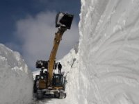 Merkeze yaylasında karla mücadele çalışması