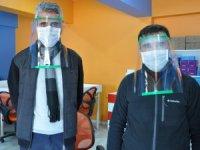 Öğretmenlerden siperlik maske üretimi
