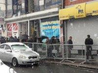 İhtiyaç sahipleri PTT önünde kuyruk oluşturdu