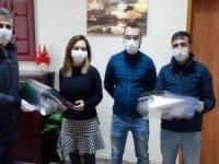 Öğretmenlerden sağlık çalışanlarına maske
