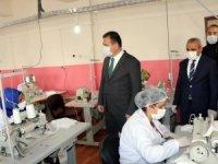 Vali Akbıyık, günde 10 bin cerrahi maske üretiliyor