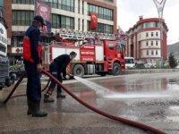 Hakkari caddelerini dezenfekte edildi