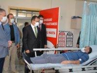 Vali Akbıyık, kazada yaralananları ziyaret etti