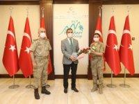 Jandarma personeli Vali Akbıyık'ı ziyaret etti