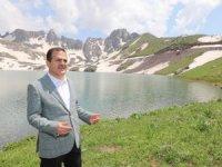 Vali Akbıyık, sat göllerinde incelemelerde bulundu