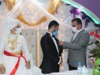 Vali Akbyık,Yoldaş ailesinin düğün törenine katıldı