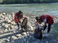 Zap suyu kenarında çevre temizliği