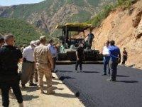 Şemdinli'de köy yolları asfalta kavuşuyor