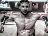 İran, şampiyon güreşçiyi idam etti