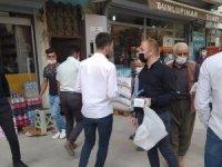 Başkan Aydoğdu vatandaşlara maske dağıttı
