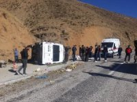 Yüksekova'da trafik kazası 5 yaralı
