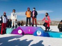 Hakkarili kayakçılar 25 madalya ile döndüler