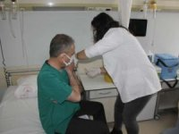 Müdür Kara'ya ilk aşı uygulandı
