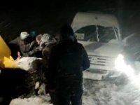 Yolda mahsur kalan yolcular kurtarıldı