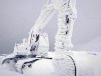 İş makinası buz tuttu