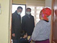 Vali yardımcısı Kılıç aileleri evlerinde ziyaret etti