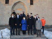 Bakan Yardımcısı Yavuz Hakkari'de tarihi mekanları ziyaret etti