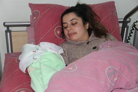 20014-yilinin-ilk-bebegi-1.jpg
