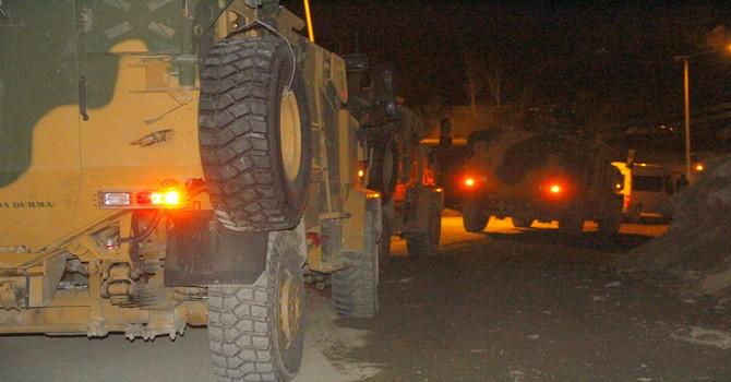 askeri-arac-devrildi-3.jpg