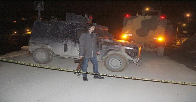 askeri-arac-devrildi-4.jpg