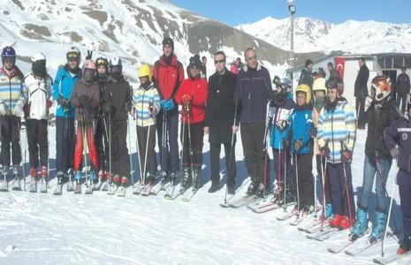 hakkari-de-kayak-sezonu-acildi-1.jpg