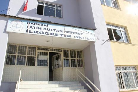 hakkari-fatih-sultan-mehmet-ilkogretim-okulu-kundaklandi-1.jpg