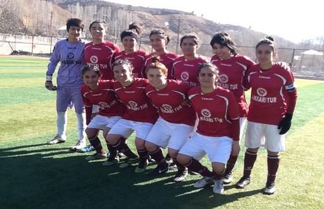 kadin-futbol-takimi-1.20140210103929.jpg