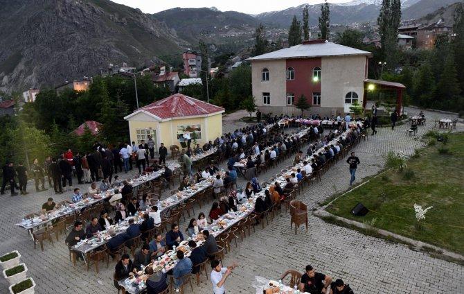 ozl-idare-iftar-yemegi-2.jpg
