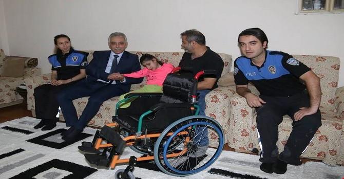 polis-tekerlekli-sandalye-4.jpg