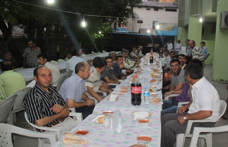 temizlik-iscilerine-iftar-yemegi-1.jpg