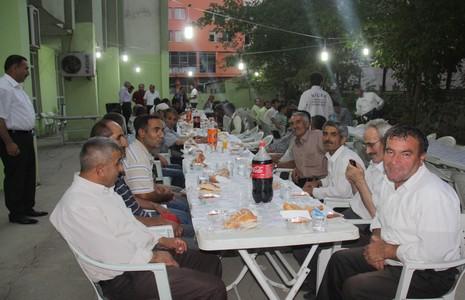 temizlik-iscilerine-iftar-yemegi-2.jpg