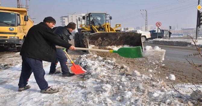 yuksekova-kar-temizleme-001.jpg